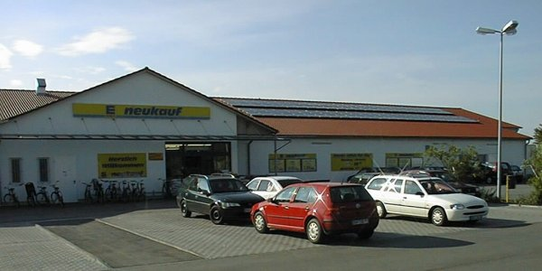 Bavaria - Pilsting - Super merket Neukauf - 100000 roofs program Neukauf Pilsting  11.52 kW peak. Modules Solarex MSX-120, inverters: 4 x SMA Sunny Boy 2500. Speciality: Large display and remote supervision. Picture 2