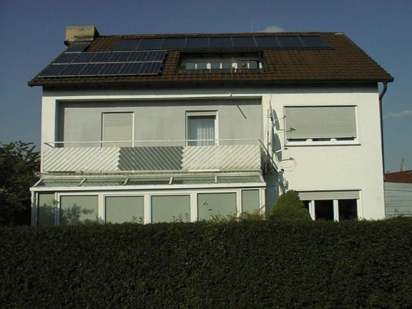 Bayern - Pilsting - Pfarrer Müller Street 1 - 100000 roof PV program Buyer Karner / Thomas: 1.4 kW peak Kyocera KC 120 photovoltaic modules. Fronius midi inverter, thermic solar collectors 28 m² east and west side.
