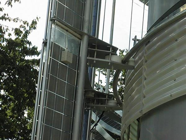Turnable solar equipment on the GEMINI house A hot summer day with the huge windows always turned to the sun? No, to hot. To solve the problem, the solar equipment can turn independent from the house.