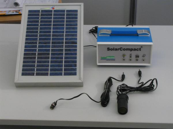 Solar energy beginner's parcel less than 60. EUR 4 watts Photovoltaic modul, 3 Ah 12 V of sealed lead  battery, connecting leads for a 12 V lamp and with a 12 V of outlet to connect the whole world of 12V car applications.