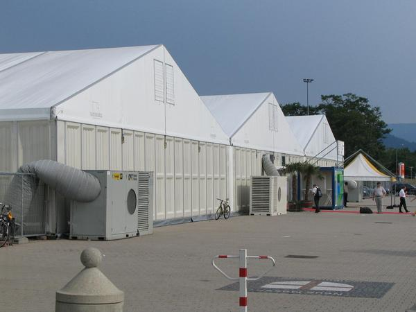 Fair tents in Freiburg The intersolar fair 2005 was too big for existing 3 fair halls with 12,000 ms ². Not to have to put up tents again it is extended till 2006 by a hall 4 with 4800 ms ².