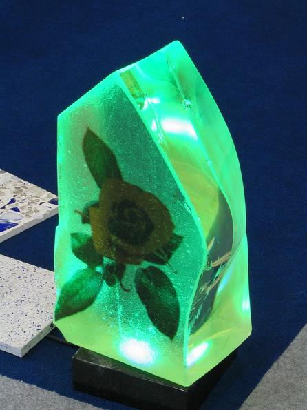 Glass block with flower and light Tension arm poured glass allows absolutely new creation possibilities. Here another example with a light object or lighting sculpture.