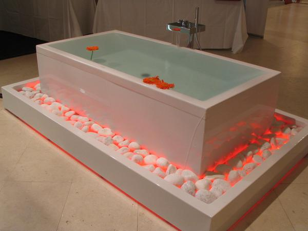 Bathtub runs over But never mind because all around a overflow  bowl  full with stones is. In the overflow is also a lighting cyclically changing the colors. Here in the red phase.