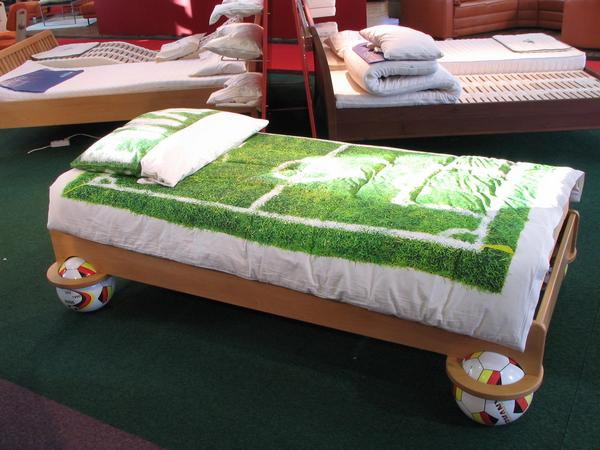 Soccer world championship 2006 - bed for fans The bed hovers on 4 footballs, the coverlet shows a soccer field. The internal values of this bed for soccer fans is a special foam rubber for a good sleep.