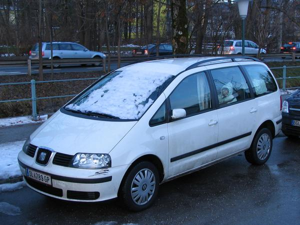 Photovoltaic snow free by sliding After the snow always slided down from the little bit descending roof to the windshield, it stands firm: The solution for a snow free photovoltaic.
