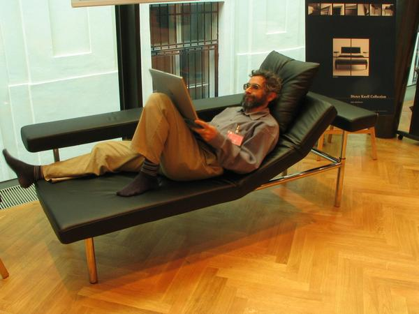 Modern workplace Why to sit uncomfortable, when it is possible to work recumbent? Ideal for the furnishing of a modern office with ergonomic workplace for a notebook.