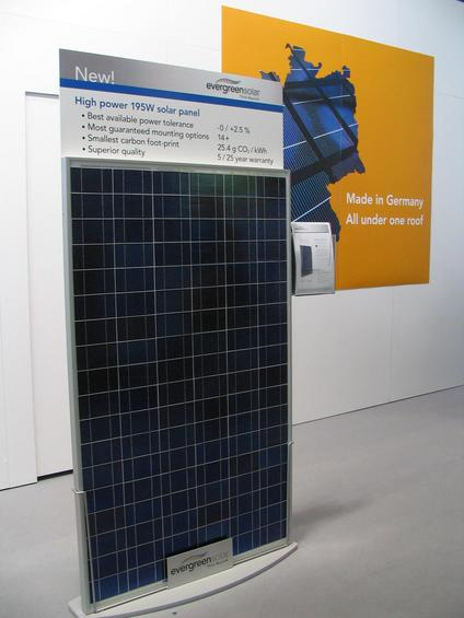 Photovoltaic production CO2 emission Proudly announces Evergreensolar with only 25,4 g CO2 per kWh solar electric power at their photovoltaic modules. At the calculation, the CO2 at the production is distributed on 25 years.