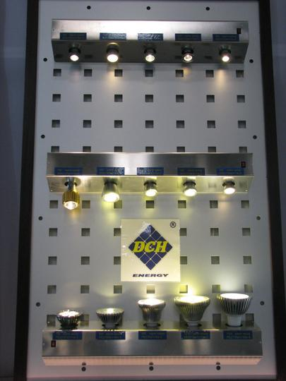Halogen lamp before end? LED! The halogen lamp is only a little bit improved bulb. What looks here like halogen lamps are all LED lamps.
