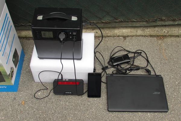 Details about the portable solar system More details about the 300 W AC 400 Wh battery portable solar system. Picture 3